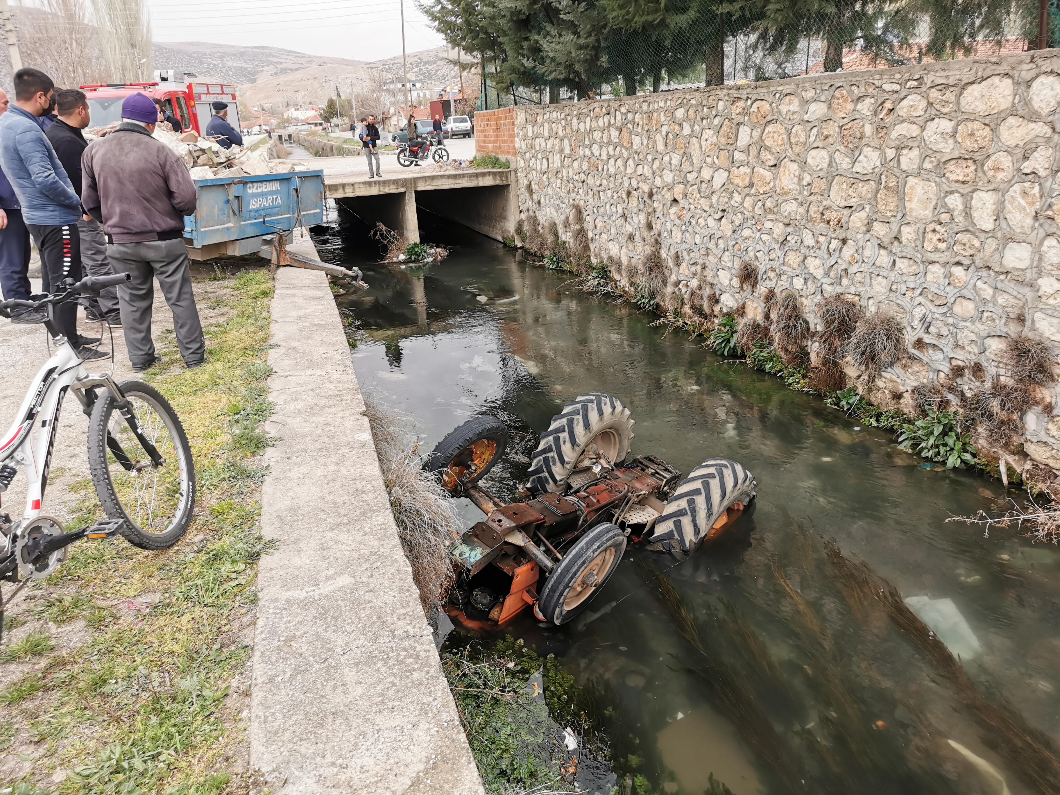 Büyük Menderes Nehrine Traktör Düştü