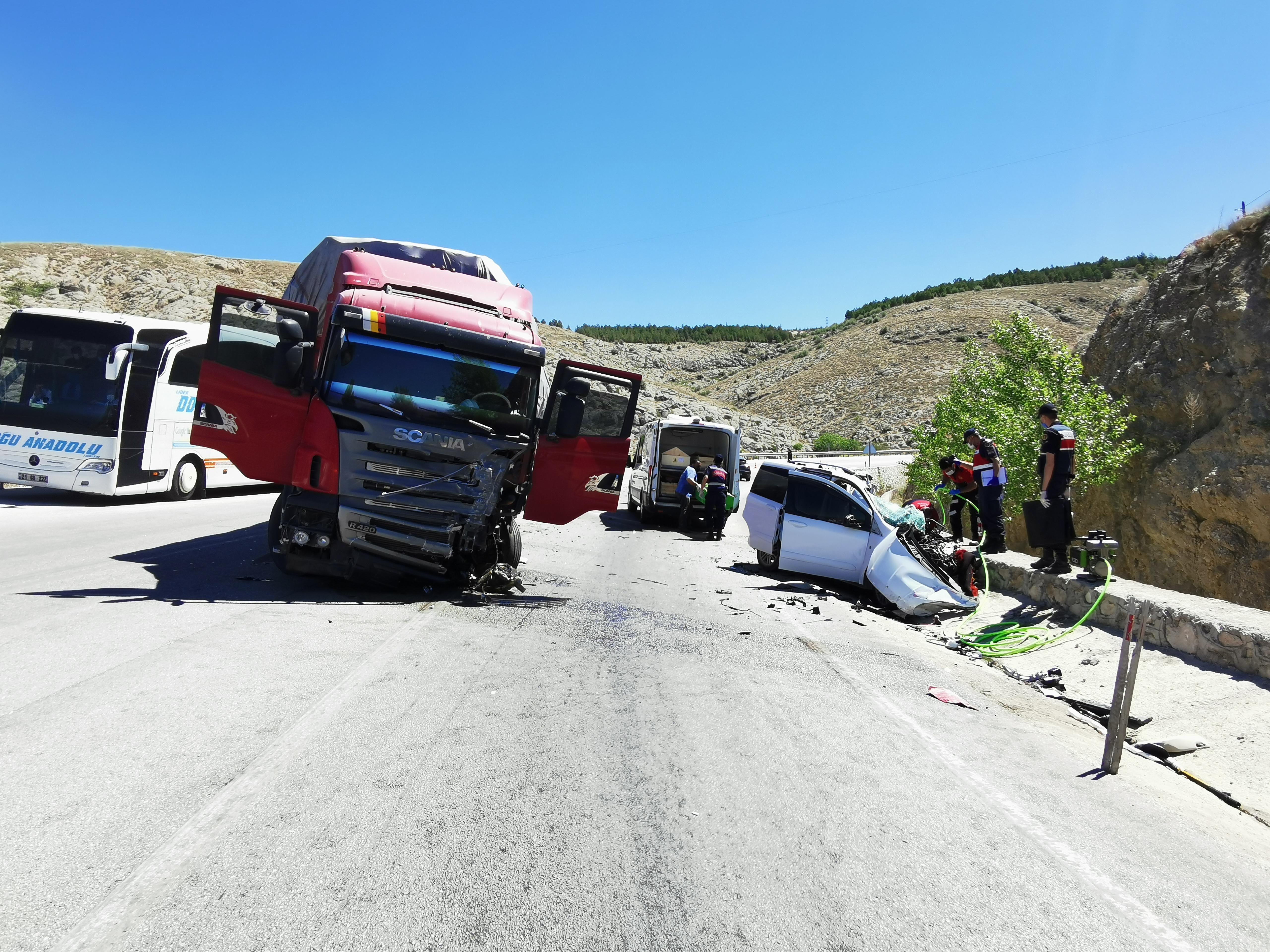 Dinar Akçaköy Virajında Feci Kaza