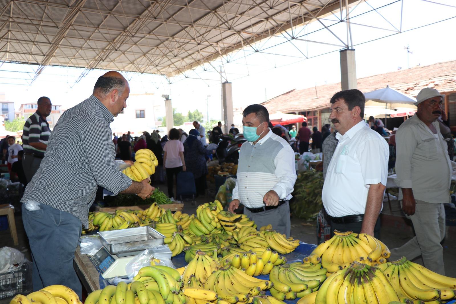 Başkan Sarı, Arefe pazarını ziyaret etti